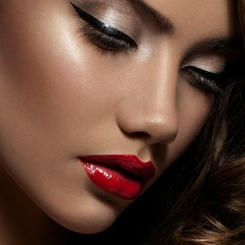 Red Lips and Dramatic Cat Eyes for your prom makeup #formalapproach