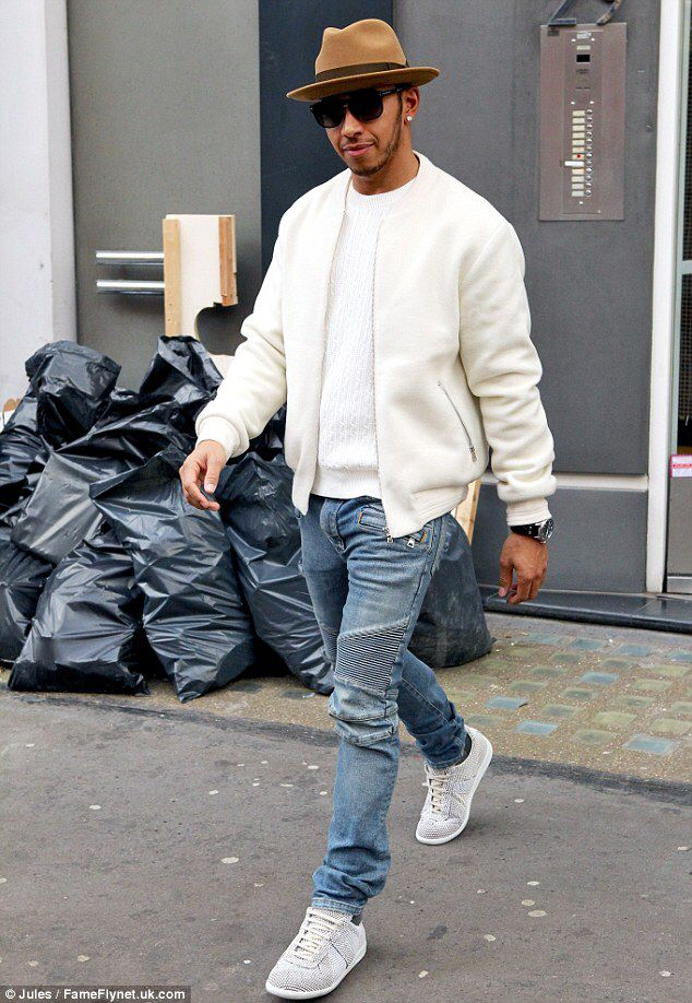 Hat's the way to do it! Newly-single Lewis Hamilton teams a camel fedora with a stylish denim and white outfit as he heads for lunch in London. How hot is he???