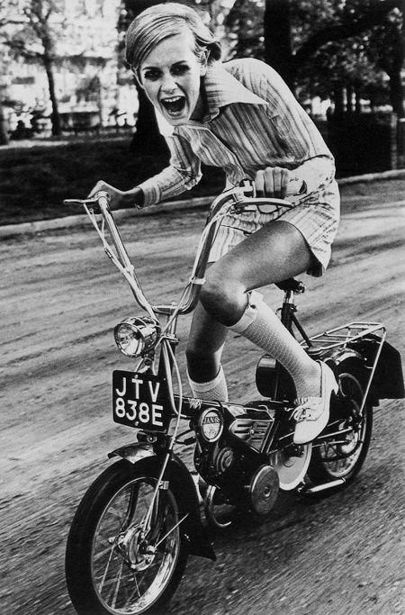 Vintage scooter. www.urbanrambles.com