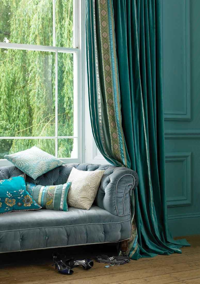 Kleur in je #woonkamer #donkerblauw #muur #grasgroen #groen #stoel ...