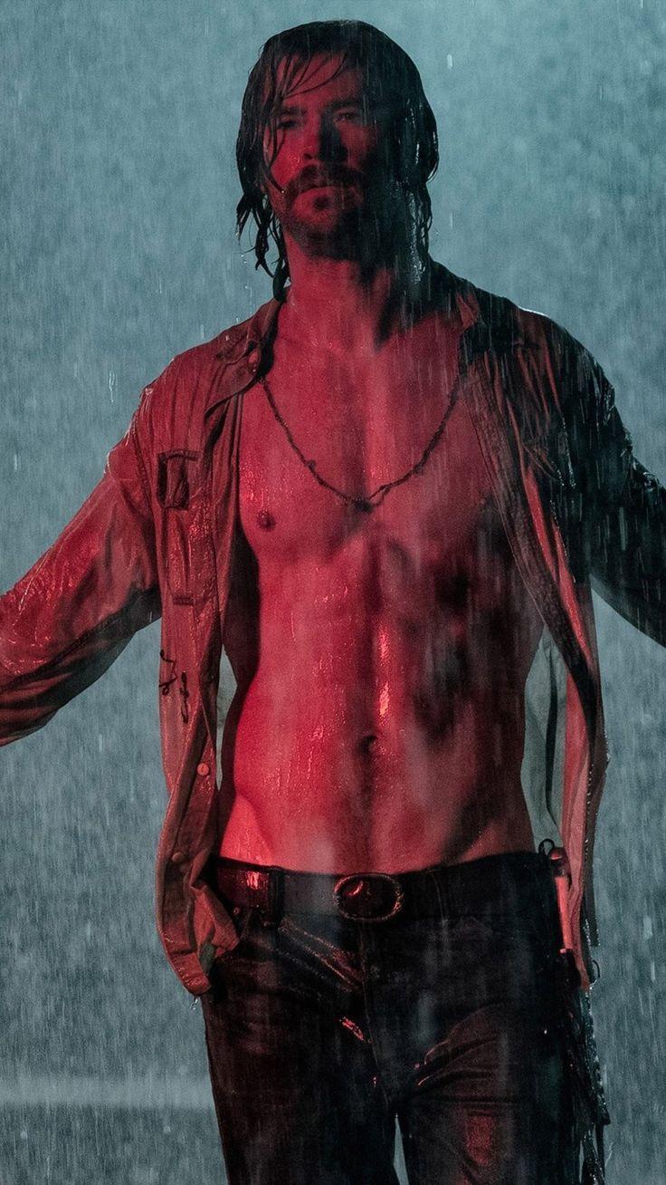 Chris Hemsworth In Bad Times At The El Royale   - Movie Wallpapers #femaleactor #popularactor #maleactor