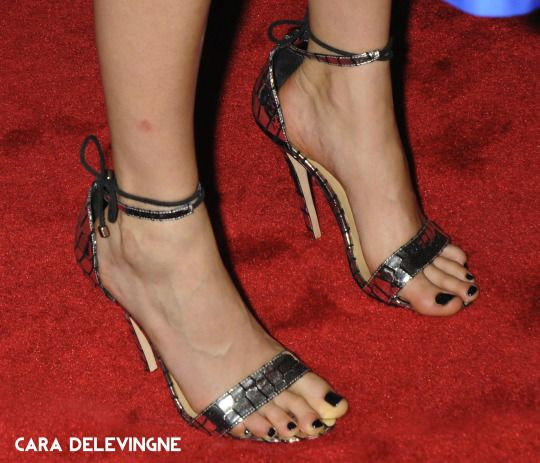 Celebrity Feet, Toes, And Shoes