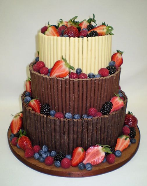 A nice looking and tasting cake mmm | Fruit birthday cake ...