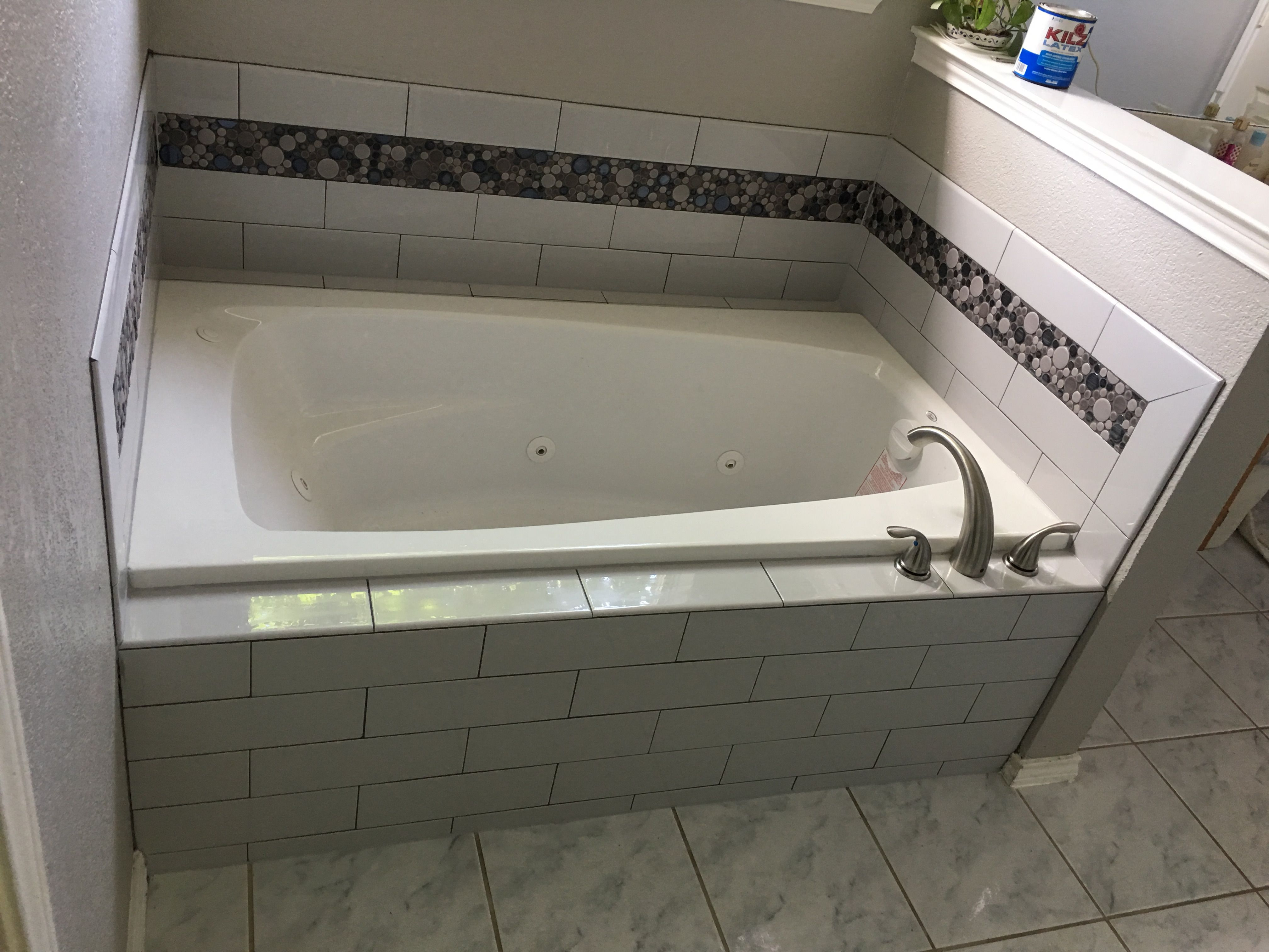 4x16 Cool Gray Subway Tile With Bubble Mosaic Tub Surround