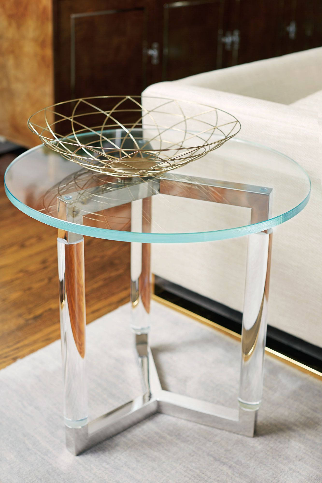 Soho Luxe Round End Table Bernhardt Luxe Home Philadelphia Stainless Steel Side Table Luxury Coffee Table Bernhardt Furniture [ 2000 x 1333 Pixel ]