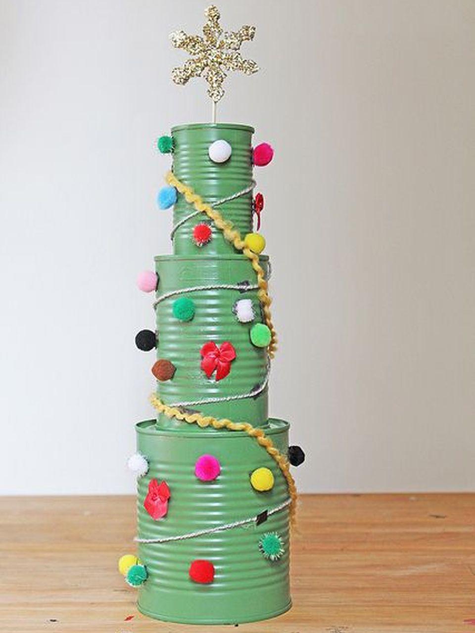 11 Divertidos ejemplos de decoracin navidea reciclada Arboles de