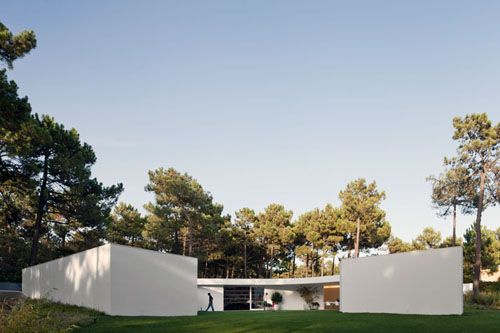 House in Aroeira by Aires Mateus via Daily Icon.