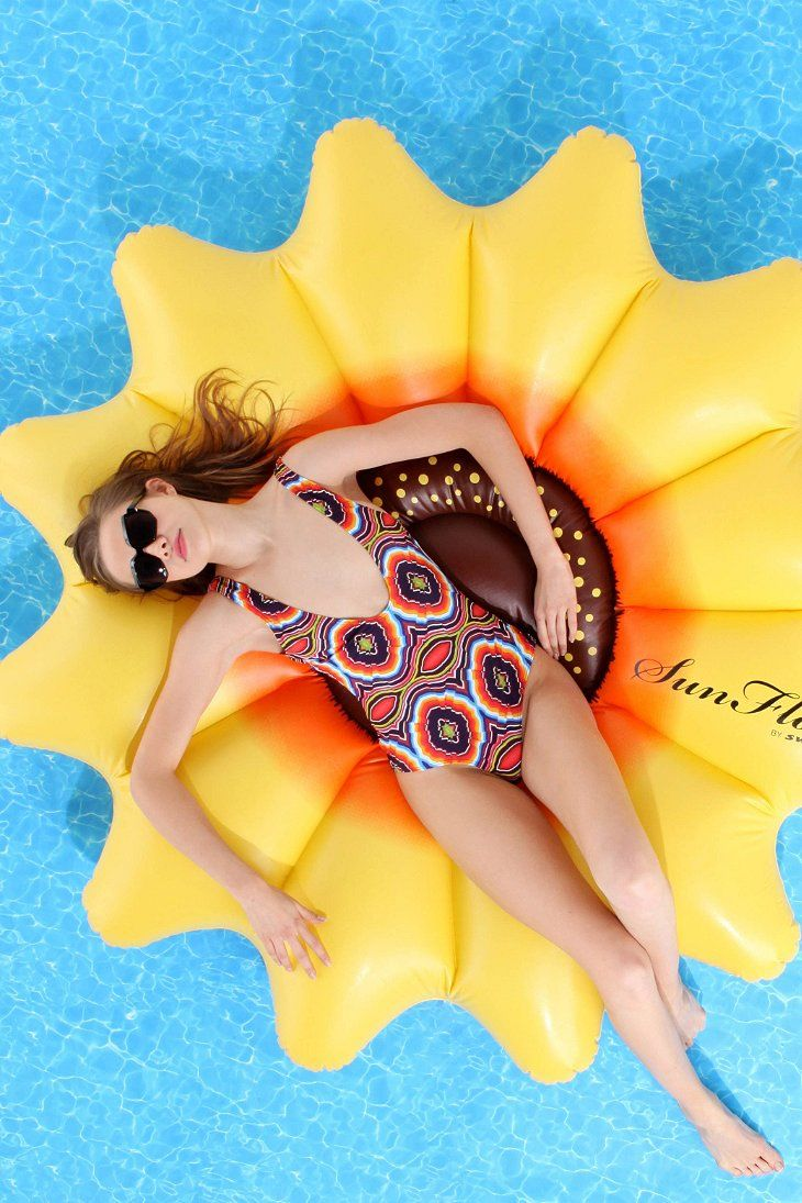 Sunflower Pool Float // I need this for the pond.