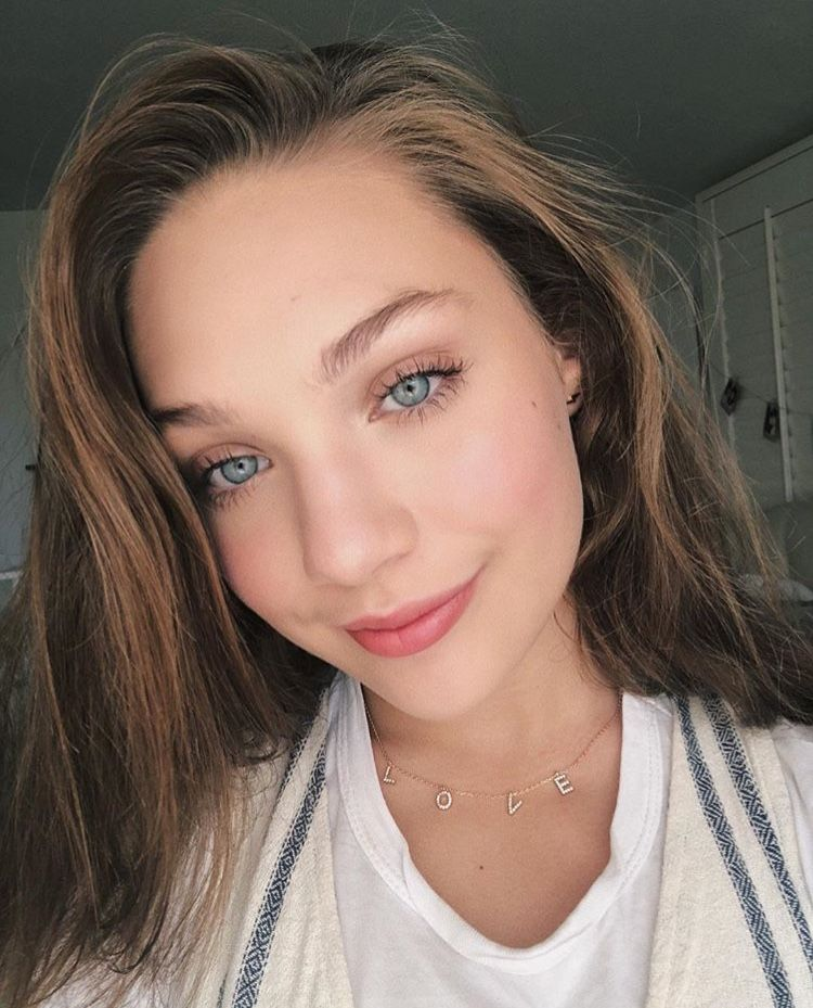 Maddie Ziegler in love necklace | Photography in 2019 | Maddie