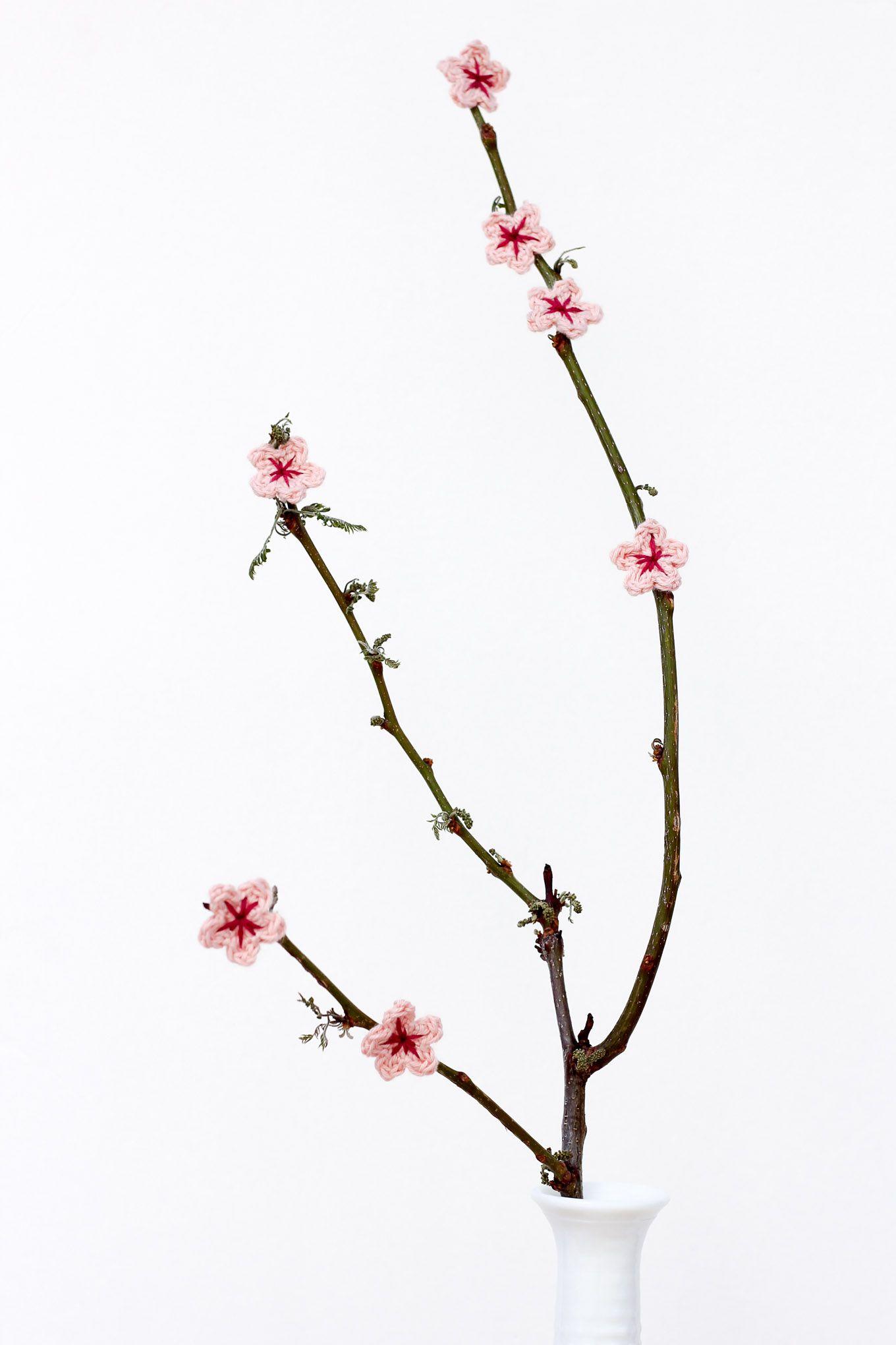 Free Crochet Cherry Blossom Pattern   Cerezo, Flores de ganchillo y ...