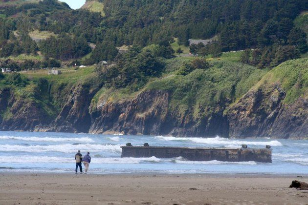 66-foot concrete dock washes ashore in Oregon, may be from 2011 Japan tsunami | The Sideshow - Yahoo! News
