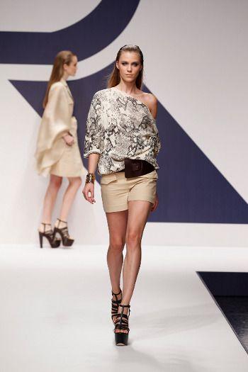 La leggiadra donna viaggiatrice Krizia alla settimana della Moda di Milano.    Krizia womenwear SS 2013     http://www.toplook.it/Moda/la-leggiadra-donna-viaggiatrice-krizia-alla-settimana-della-moda-di-milano.html