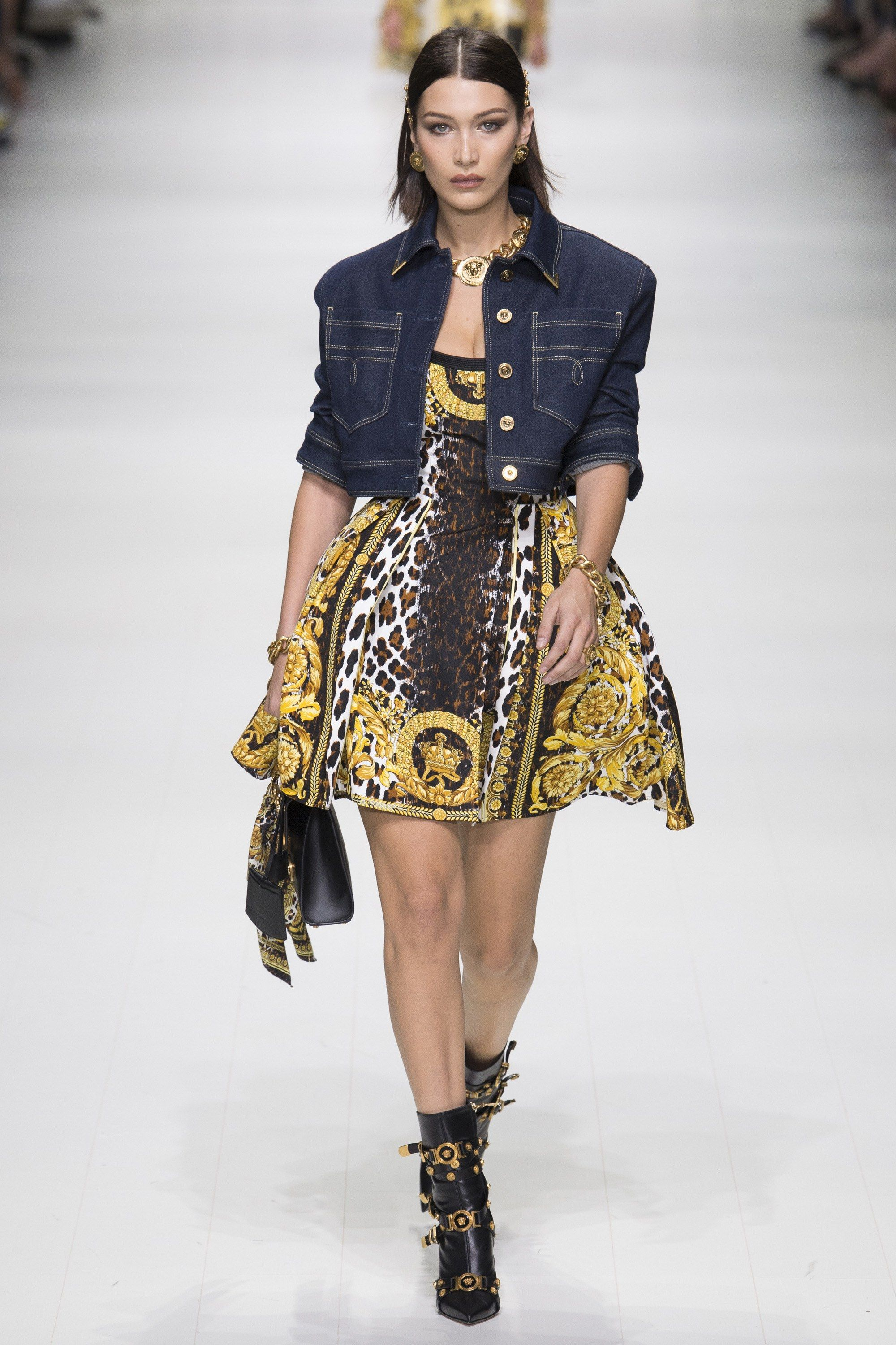 33e5fbcd1d3d See the complete Versace Spring 2018 Ready-to-Wear collection.