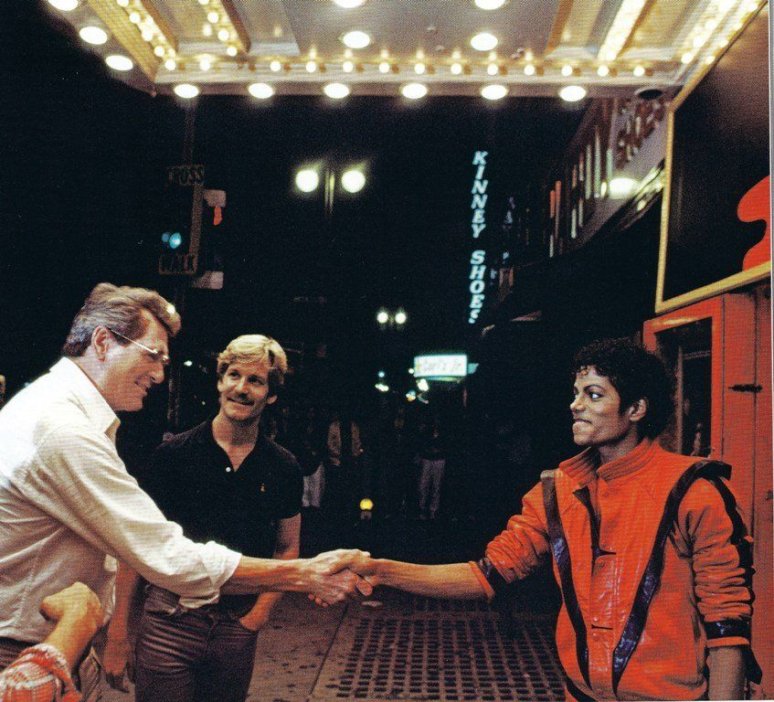 Rock Hudson and Marc Christian visiting Michael Jackson during the filming of the music video for Thriller. Photo by Douglas Kirkland. Facts About Michael Jackson, Michael Jackson Rare, Michael Jackson Thriller, Thriller Video, Thriller Books, Thriller Album, Rock Hudson, Jackson Family, Jo Jackson