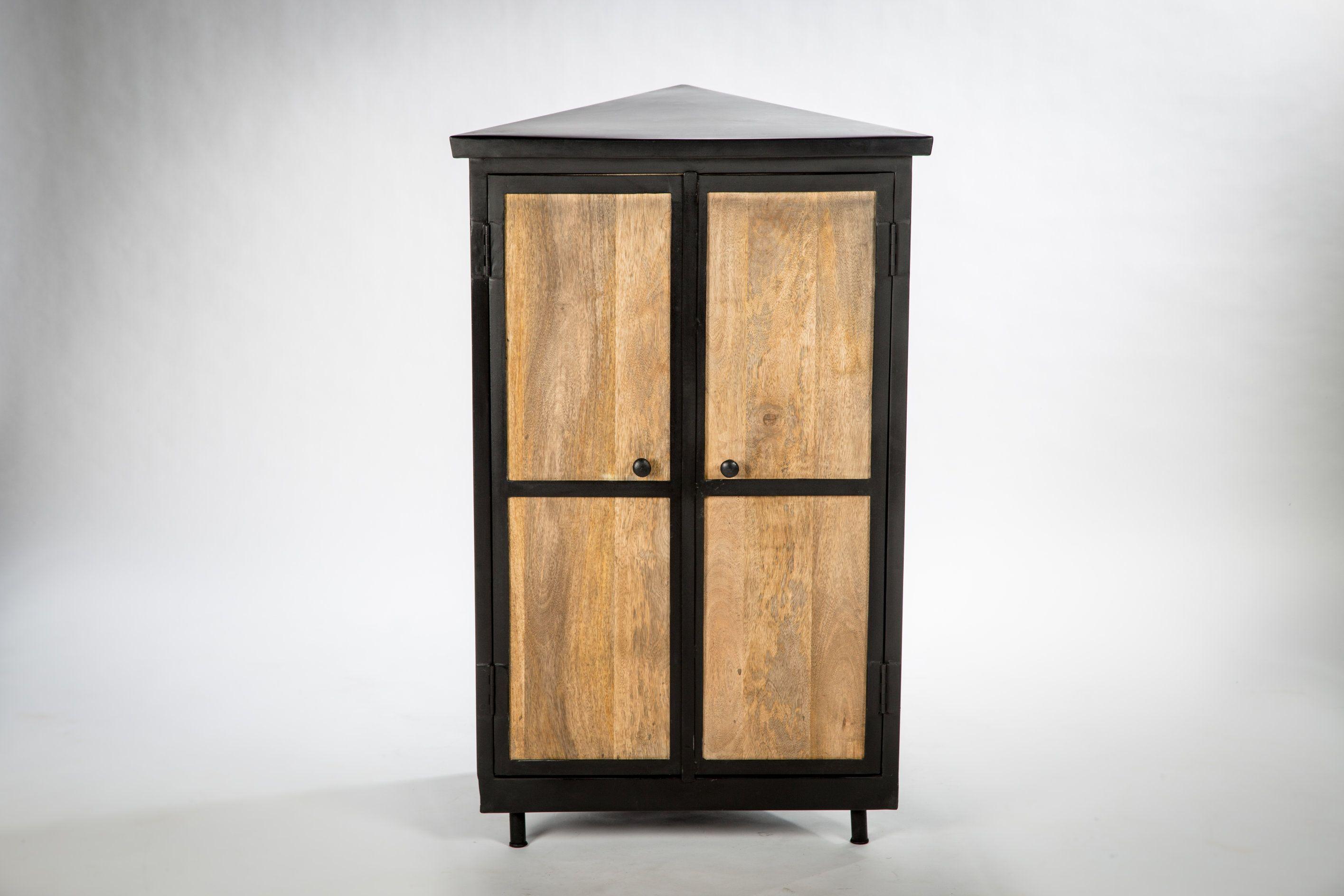 meuble d 39 angle design bois et m tal tr s fonctionnel et donc utile dans un endroit souvent peu. Black Bedroom Furniture Sets. Home Design Ideas