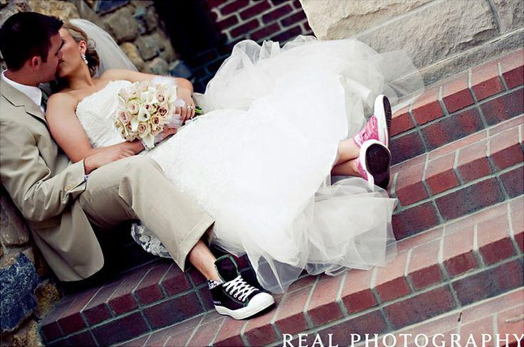 Zapraszamy Na Wpis Na Naszego Bloga Slub Na Luzie Czyli Panna Mloda W Trampkach Http Bootsy Pl Blog Ciekawos Wedding Converse Wedding Fun Wedding Shoes