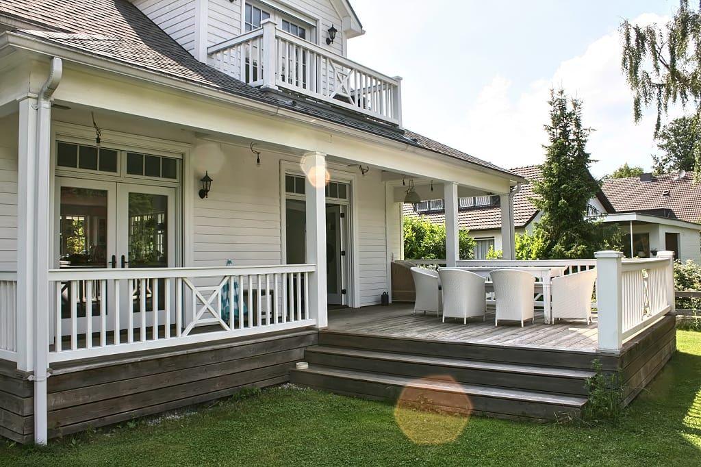 Open house rear the white house american dream homes gmbh balkon veranda & terrasse im landhausstil