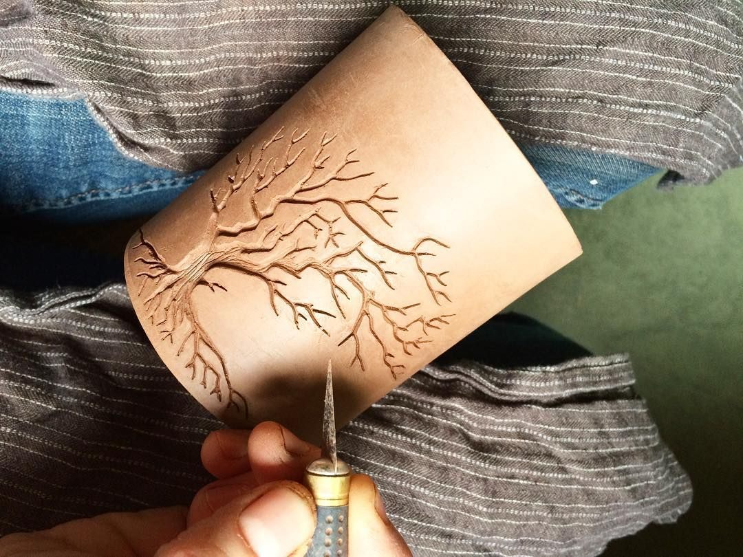 Final touches to a new texture roller inspired by the Gary Oak Tree. I carve these at leather hard and touch them up as they dry. #notthepokemon #texturetools #potterytools