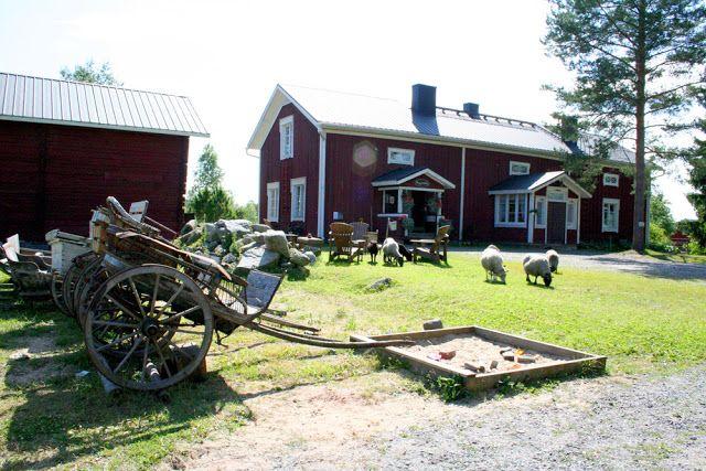 Wanha Markki on Ylistarossa sijaitseva taiteilijakoti, jonka pihapiirissä vaeltaa vapaana erilaisia eläimiä ja paikka onkin tunnettu myös eläinten vanhainkotina.