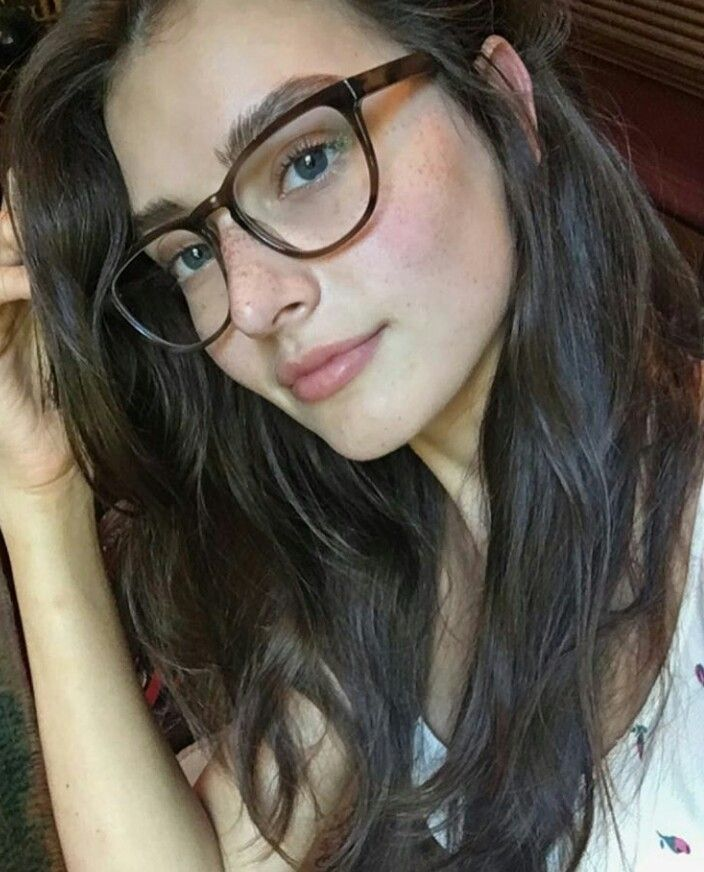 Jessica Clements Cute Glasses Jessica Clement Fashion