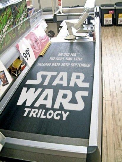 Me parece una buena forma de hacer publicidad de la película. Alberto Soto.     Great Ad Placement. Star Wars Supermarket. Vinyl graphics.