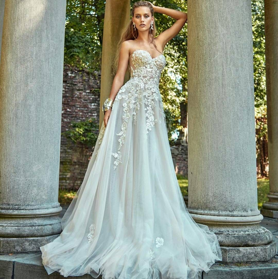 Once upon a time, off white dresses didn\'t look right for brides ...