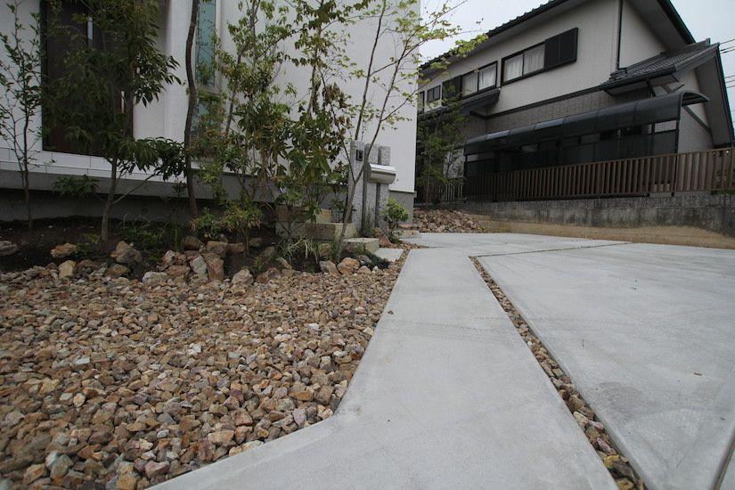 コンクリートとチャート石のコントラスト チャート 石 エクステリア 庭