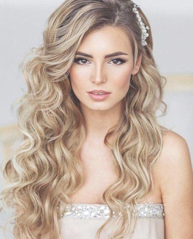 Soft Wedding Curls Hair Down Wedding Hairstyles Wedding Hairstyles For Long Hair Hair Down Wedding Hairstyle Long Hair Styles Wedding Curls Hair Styles