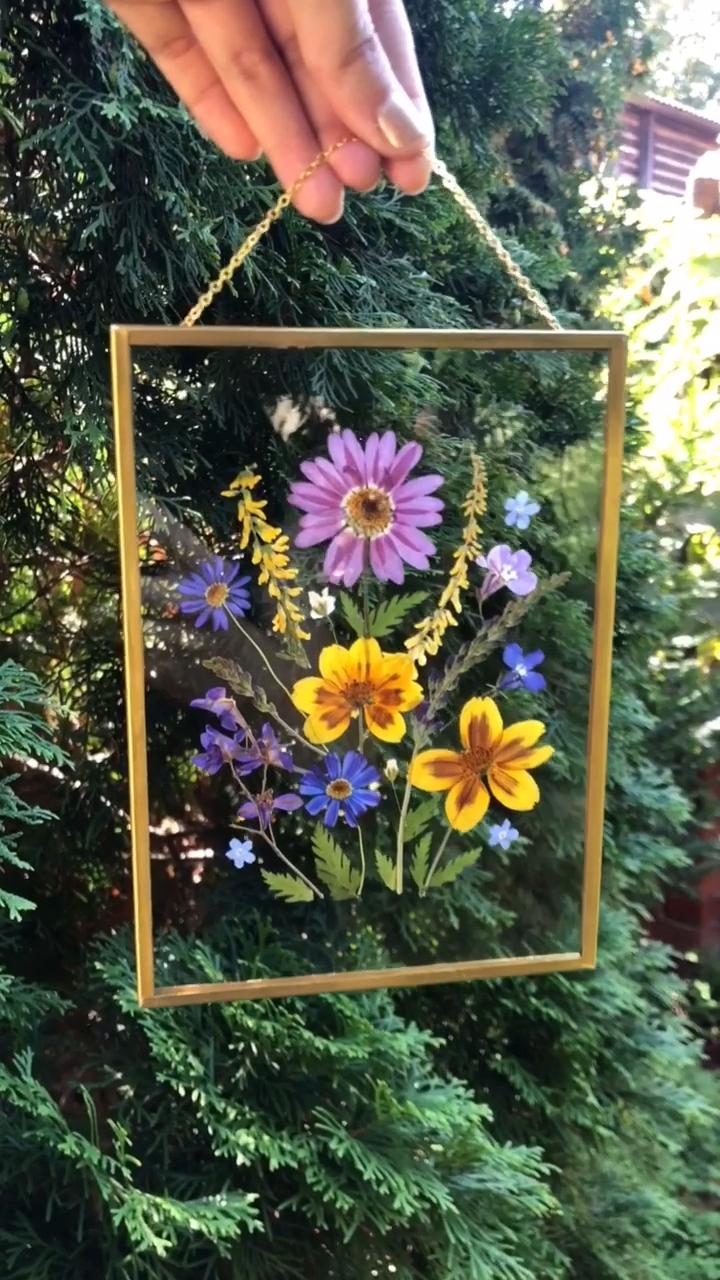 Wunderschön gerahmte gepresste Blumen werden perfekt in Ihrem Zuhause aussehen….