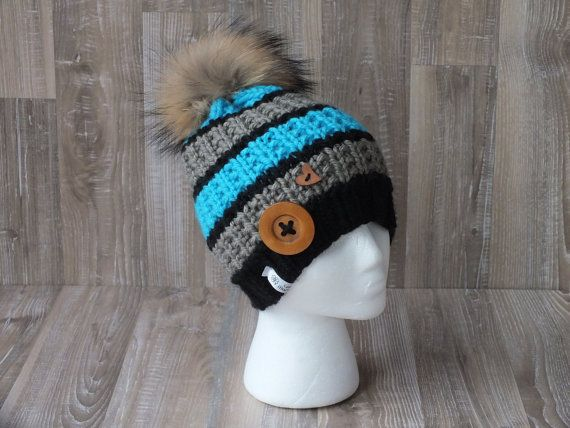 Tuque slouchy Eskimo knitted handmade pompon raccoon fur | Pinterest ...