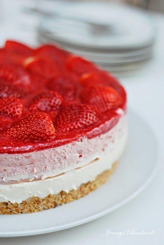 Erdbeer-Regenbogen-Torte