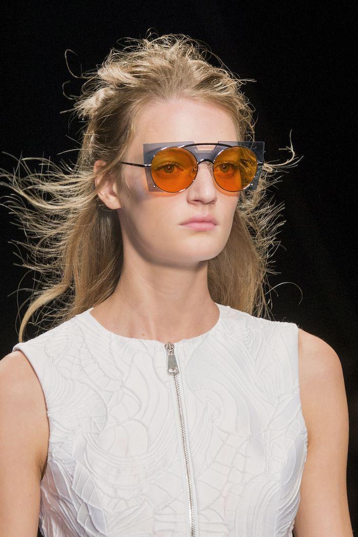 39d47a44541017 Byblos - Tendance mode printemps-été 2017  les lunettes solaires  ultra-colorées