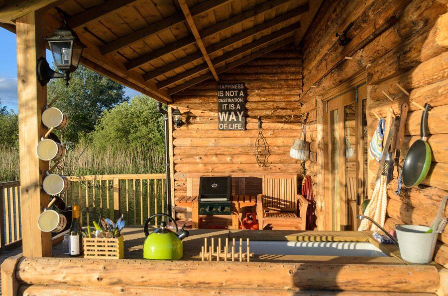 The deck of a lovely floating cabin #floatinghome #cabin #deck #design