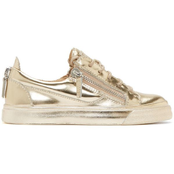 Giuseppe Zanotti Gold London Platino Low-Top Sneakers (420.185 CLP) ❤ liked on Polyvore featuring shoes, sneakers, giuseppe zanotti, platino, lacing sneakers, laced shoes, metallic gold sneakers, giuseppe zanotti shoes and zipper sneakers