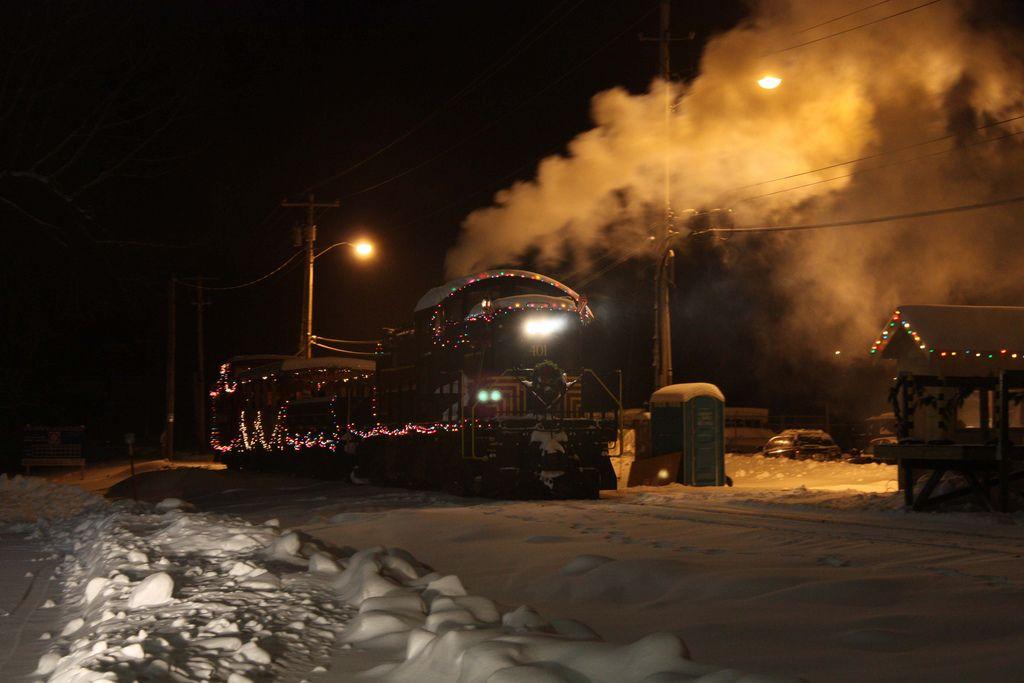 Christmas #lights #train #railroad #diesel Merry Pinterest