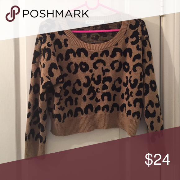 Cropped Sweater Leopard print knitted sweater🐯 never worn!!! This sweater is super cozy and cropped to the perfect length, another item from a boutique in San Clemente, CA. Brand is Cotton Emporium(made in the US🇺🇸) super new, nice to have for fall :) size M Tops Crop Tops