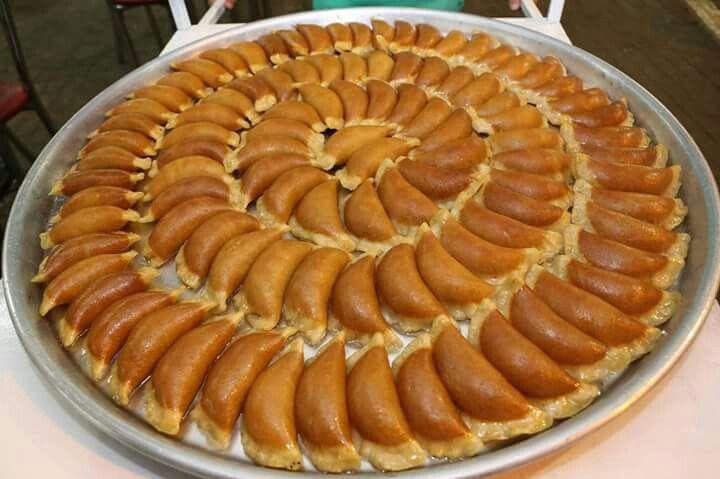 قطايف رمضان في القدس المحتلة فلسطين القدس رمضان كريم رمضان يجمعنا رمضنيات رمضان مبارك Desserts Food Apple Pie