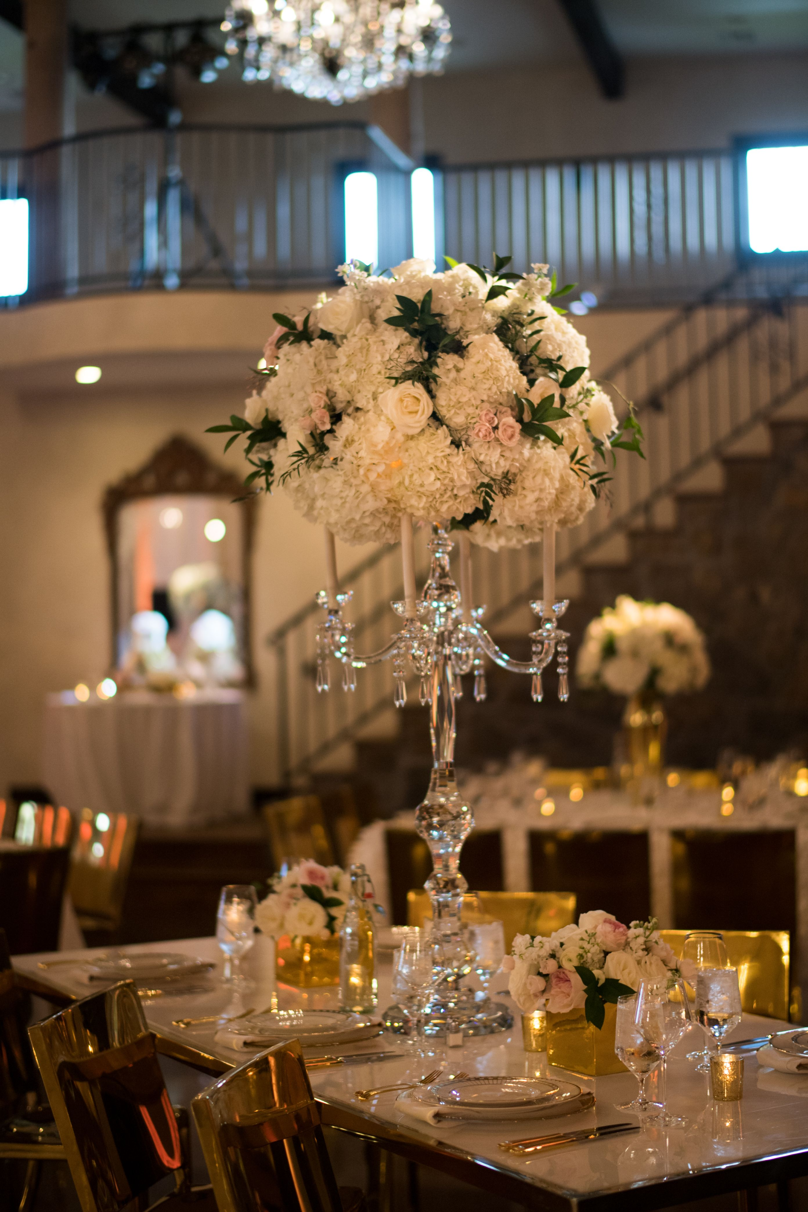 Gorgeous Table Setting With A Large Arrangement In A Crystal Candle Arbra Florafetish Tablesetting Centerpiece Crystal Candles Table Settings Centerpieces