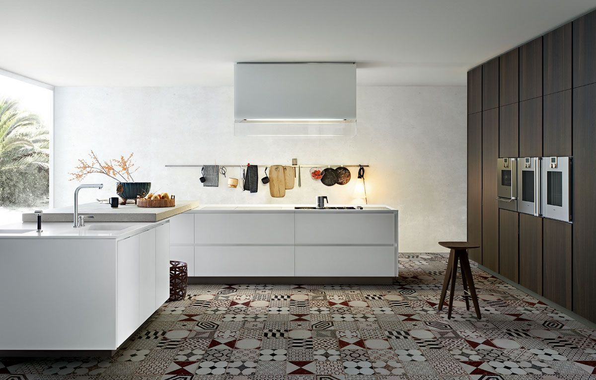 Varenna Poliform - Kyton I like how the storage and baking wall are ...