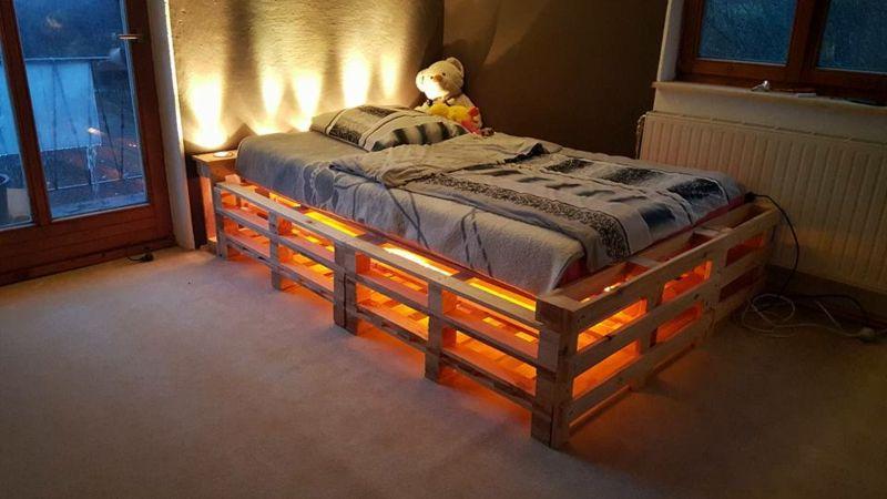 Europaletten Bett Ganz Einfach Selber Bauen Ausfuhrliche Anleitung Europaletten Bett Palettenbett Bett Aus Paletten Bauen