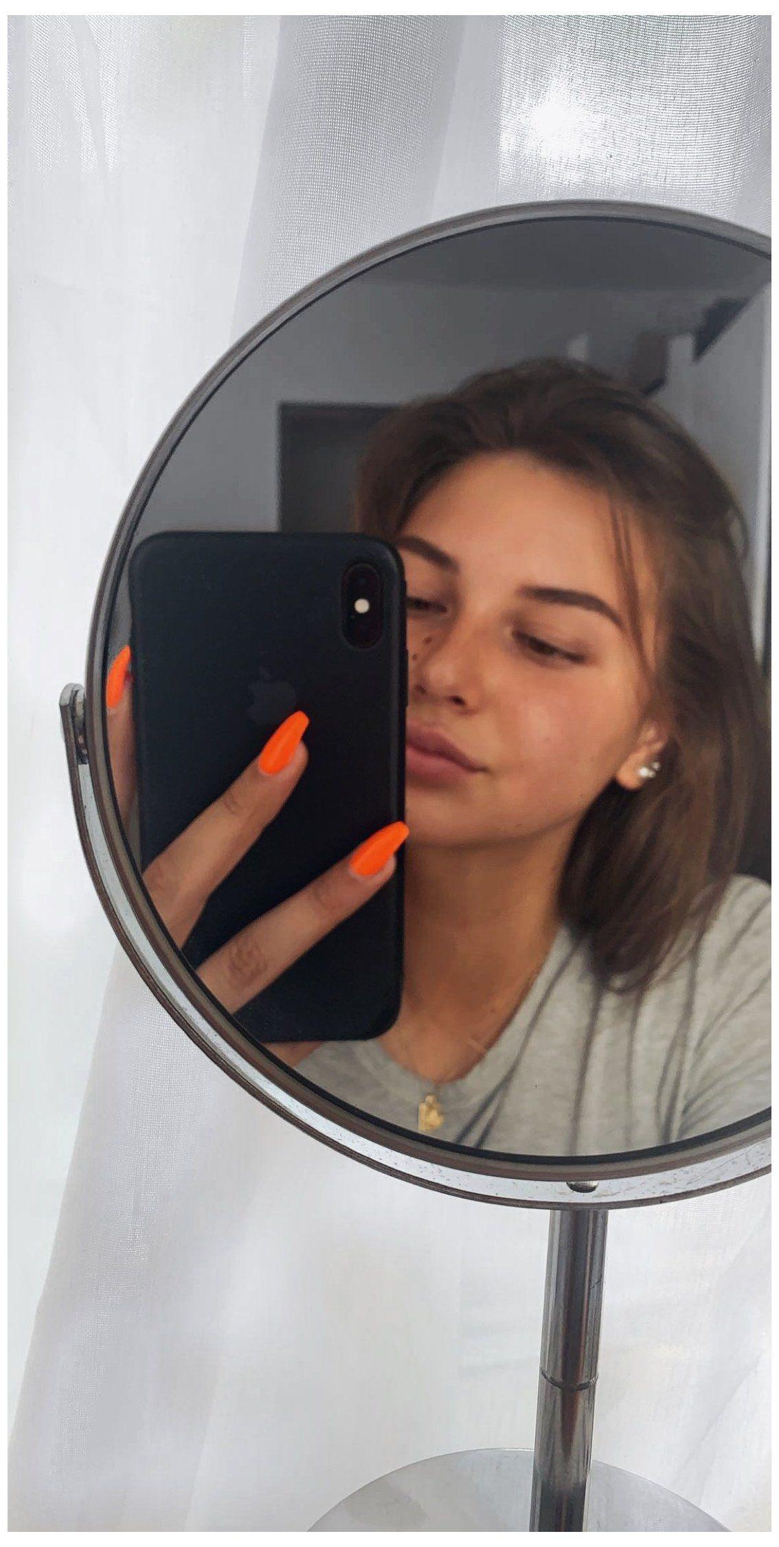 Selfies SELFiES by
