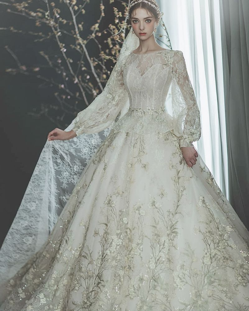 Enchanted Vintage Romance! 17 Time-Honored Ethereal Wedding Dresses - Praise Wedding