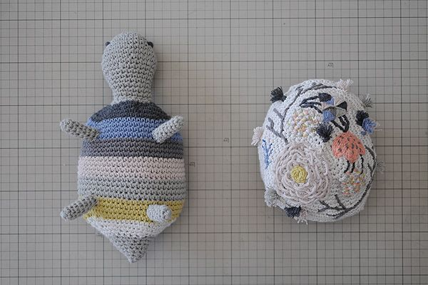 Turtle hand embroidered by MIGA DE PAN for Kireei Magazine