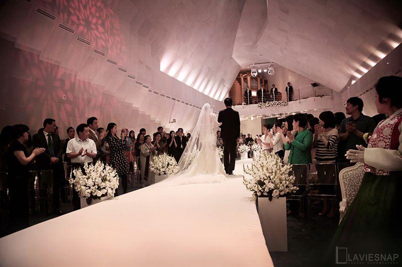 이제 부부라는 이름으로 가족이라는 아름다운 도시를 만들어가기 위해 나아가는 걸음걸음 마다 부디 건강과 행복, 이해와 격려가 함께 하시기를 소망합니다.  www.seoul-convention.com