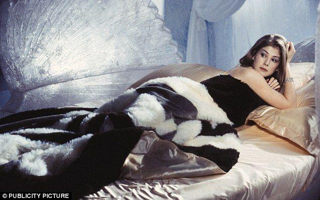 Rosamund Pike In Die Another Day James Bond Girls Bond Girls James Bond