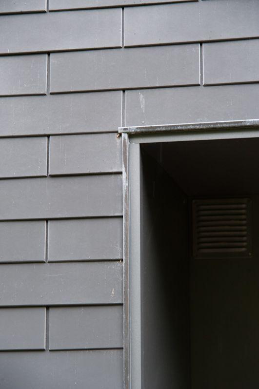 bardage en ardoises eternit ton gris anthracite pose ma onnerie finitions en panneaux eternit. Black Bedroom Furniture Sets. Home Design Ideas