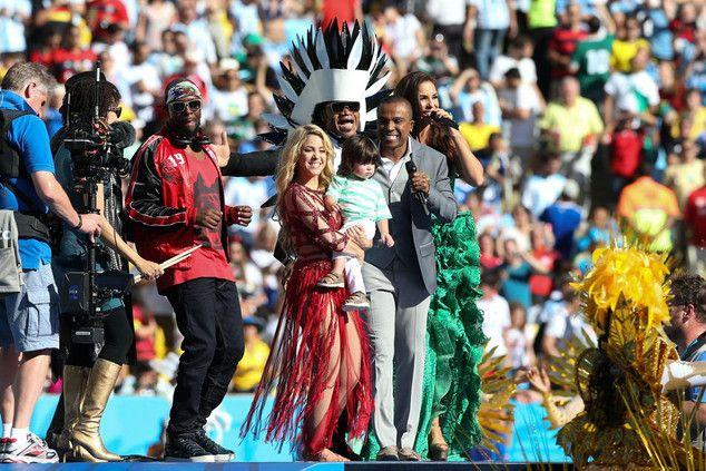 Shakira e Ivete Sangalo se apresentam na cerimônia de encerramento da Copa
