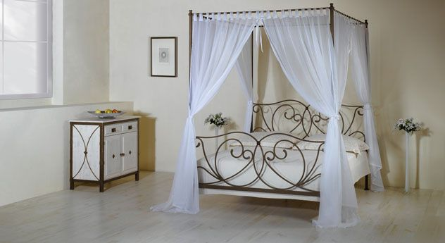 Schlafzimmer romantisch verspielt  Wundervolles Himmelbett mit romantischem Vorhang. #mediterran ...