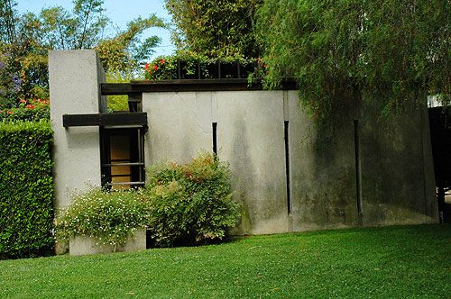 The exquisite Rudolph Schindler House, West Hollywood, California, 1921.
