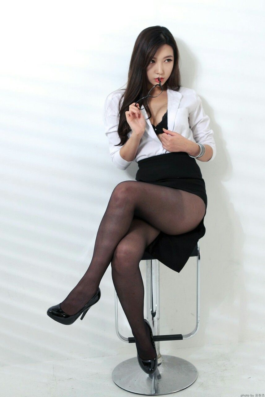 Korean girls in pantyhose